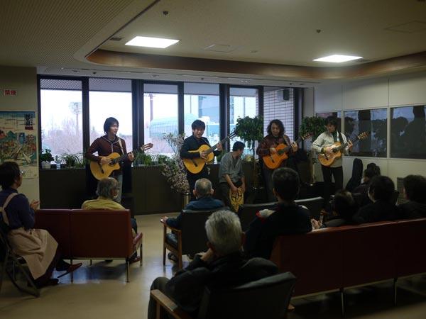 震災からそろそろひと月。避難所でボランティア演奏させて頂きました