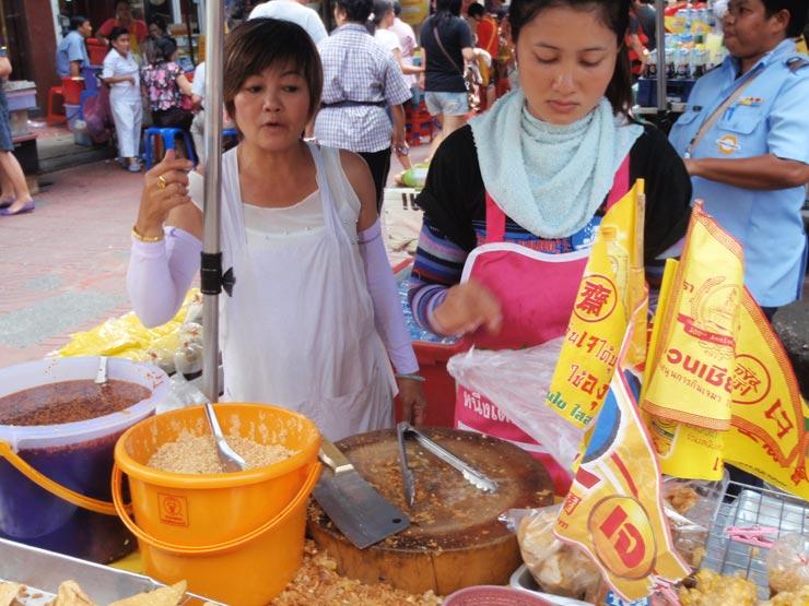 タイのバンコクでベジタリアンイベント「齋」(ギンジェー)を体験