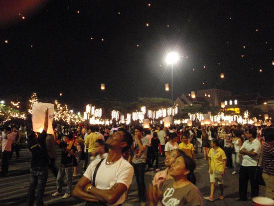人々はみな笑顔。デモの悲劇から復活したバンコク