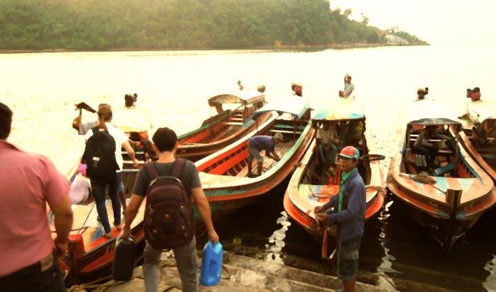 ミャンマー南部の町ベイから一日かけてタイのリゾート地カオラックまで移動