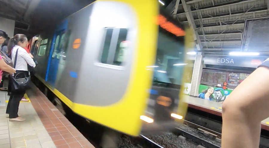 LRT EDSA駅