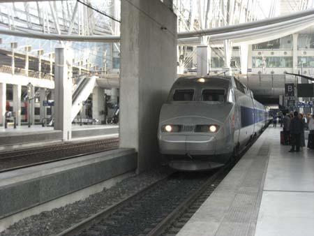 パリ到着!→TGVとバスを使って南仏アルルへ