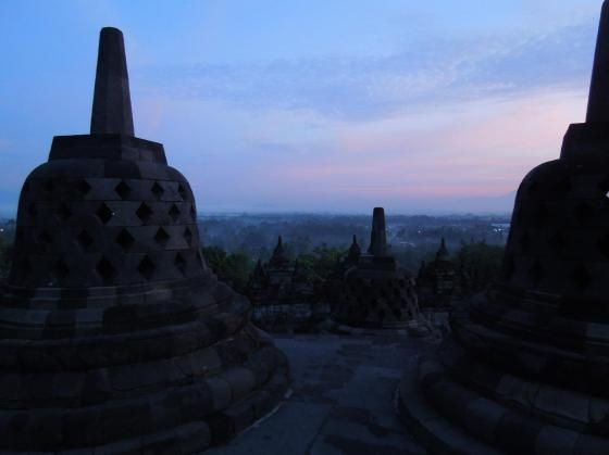 家族でバリ旅行。夜明けのボロブドゥール遺跡に感動