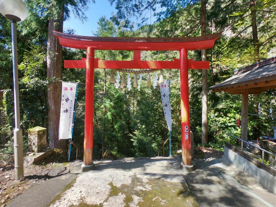 轟九十九滝の神社
