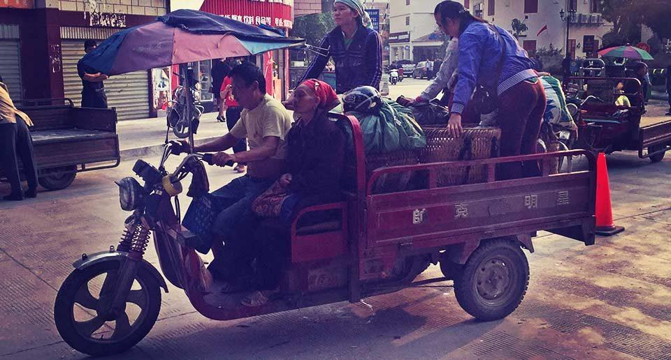 【中国雲南省】河口からラオカイへ国境越え。朝8時のイミグレはベトナム商人でいっぱい!