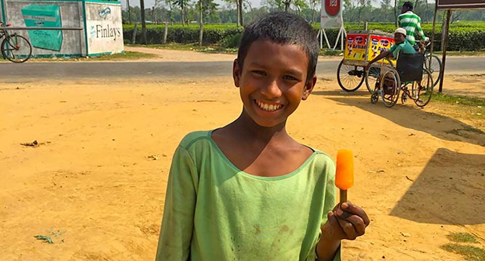 【バングラデシュ】ダッカから列車でスリモンゴルへ!炎天下半日かけて徒歩でお茶畑散策