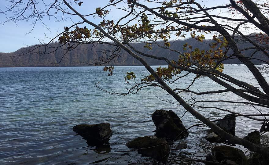 くったら湖の湖畔