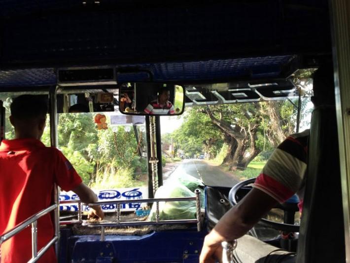 ヌワラエリヤからキャンディへのバス