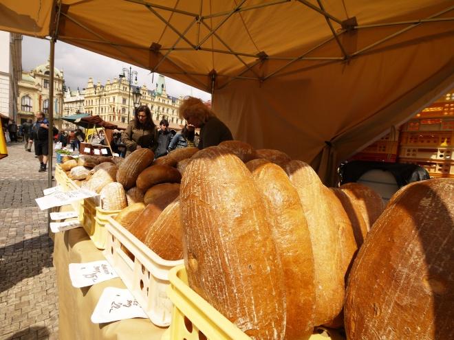 プラハの金曜市場にテンション上がる。しかし土曜市場は期待外れ