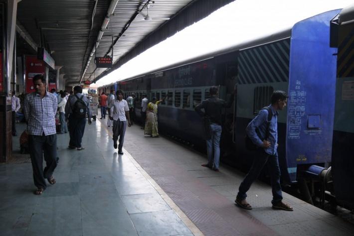 ジャイプール→アジメール→プシュカルへ列車とバスで移動