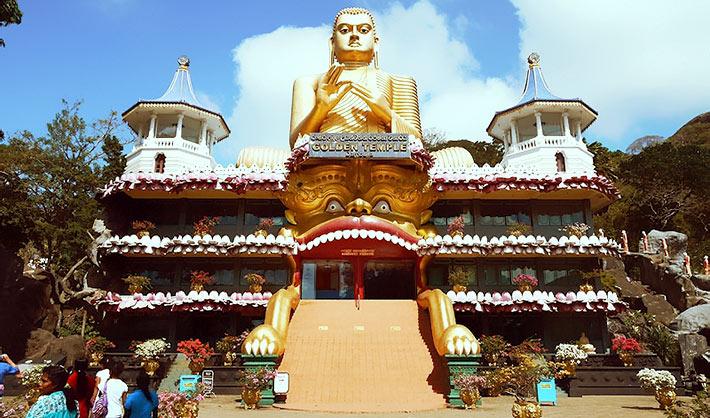 ヌワラエリヤからバスを乗り継ぎダンブッラへ。有名な石窟寺院に入れなかった件