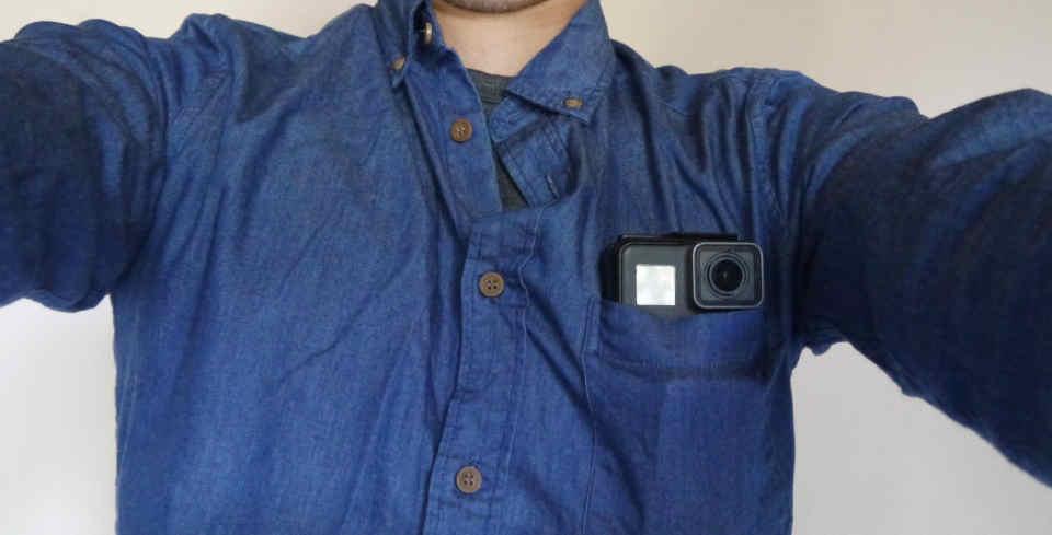 GoProを胸ポケットに入れる