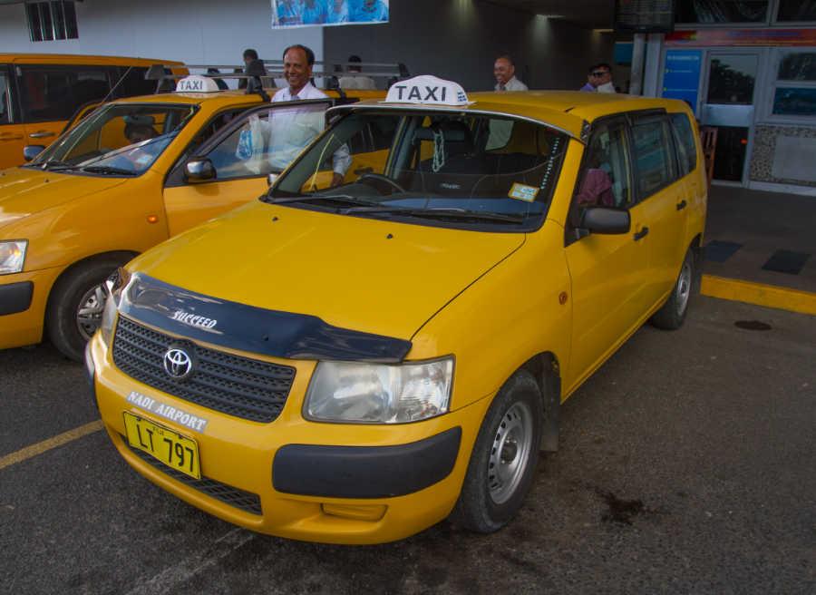 メーター制のイエロータクシー