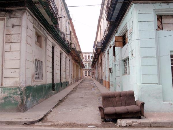 ハバナの街角。世界遺産の旧市街を歩く