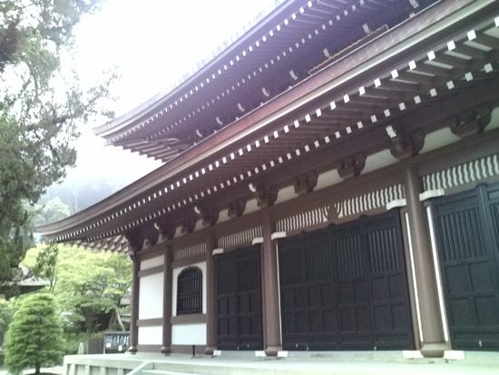 早朝5時半から鎌倉円覚寺の座禅会に参加してみた