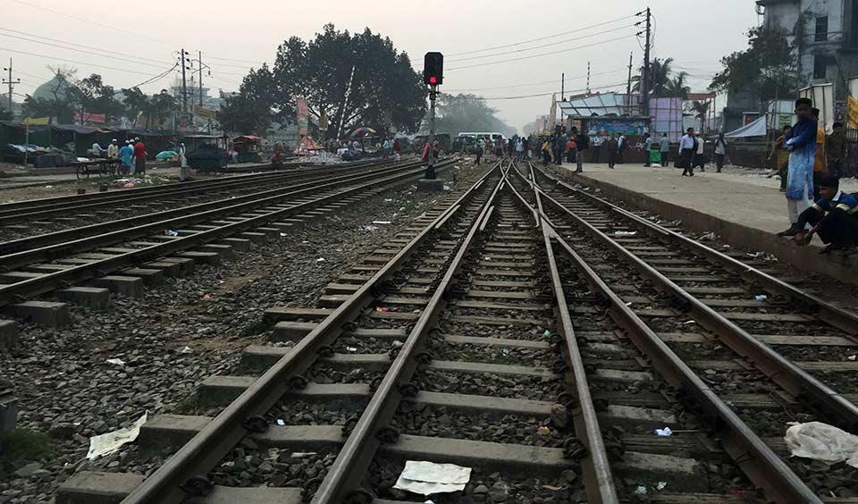 シャージャラル国際空港から列車駅へ