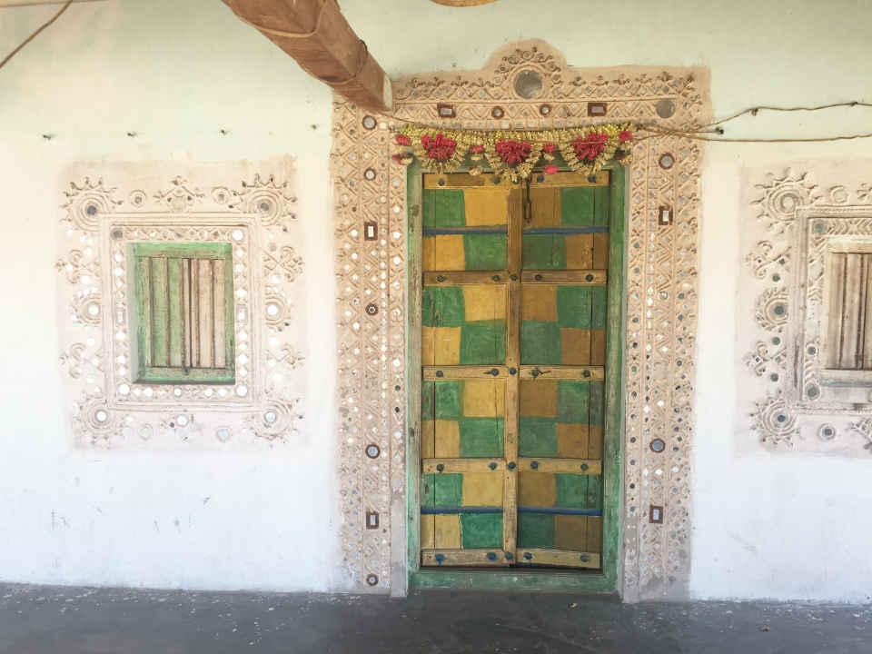 村の家の扉