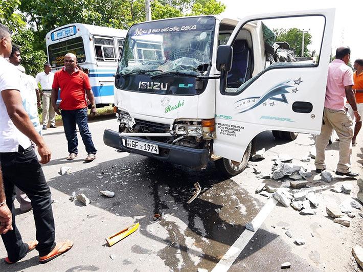 スリランカで追突事故に遭遇