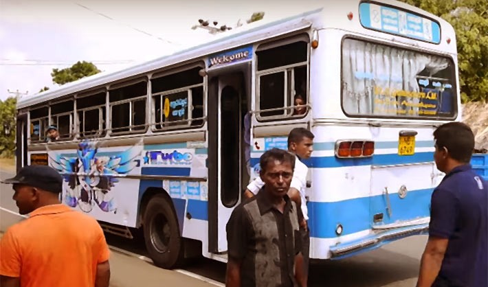 追突事故に遭遇。スリランカの長距離バス乗車はある程度の覚悟が必要