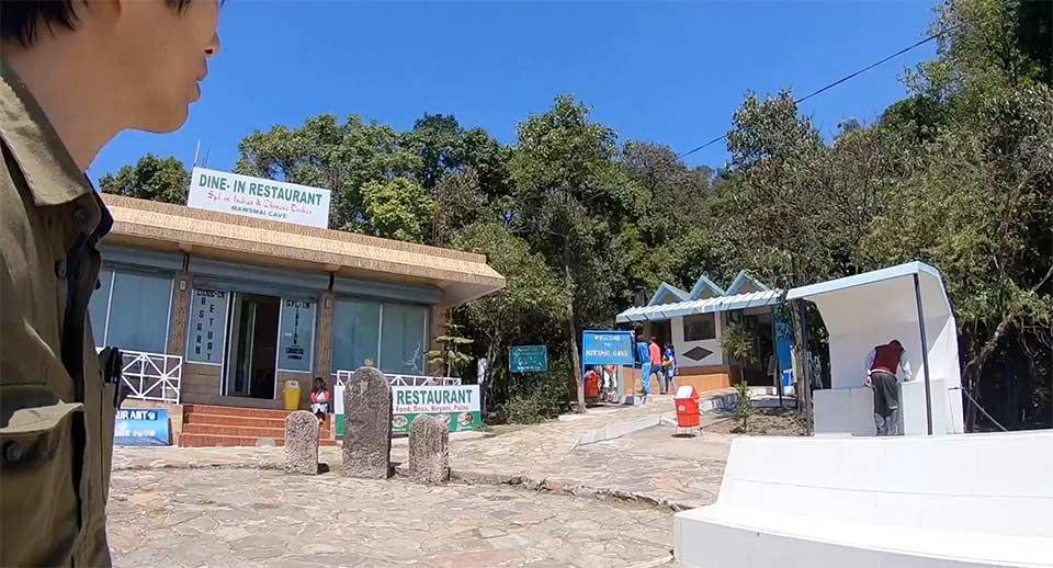 マウスマイ洞窟の駐車場