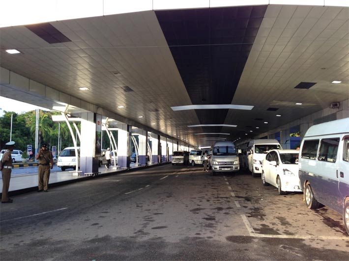 コロンボの空港を出たところ