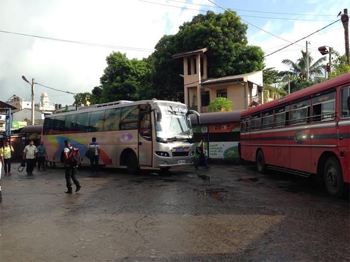 コロンボ空港からのバス