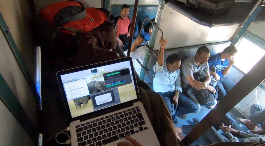 インドの列車の中でMAC作業