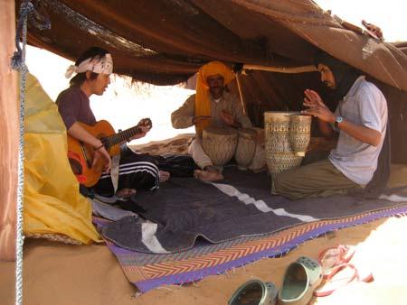 メルズーガの砂漠 2~途中休憩。ひたすら時間が過ぎるのを待つ