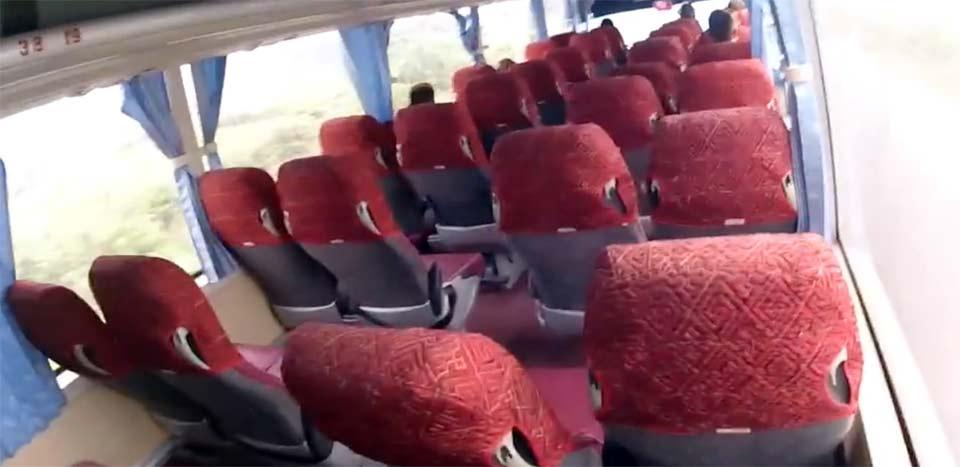 カットバ島のバス
