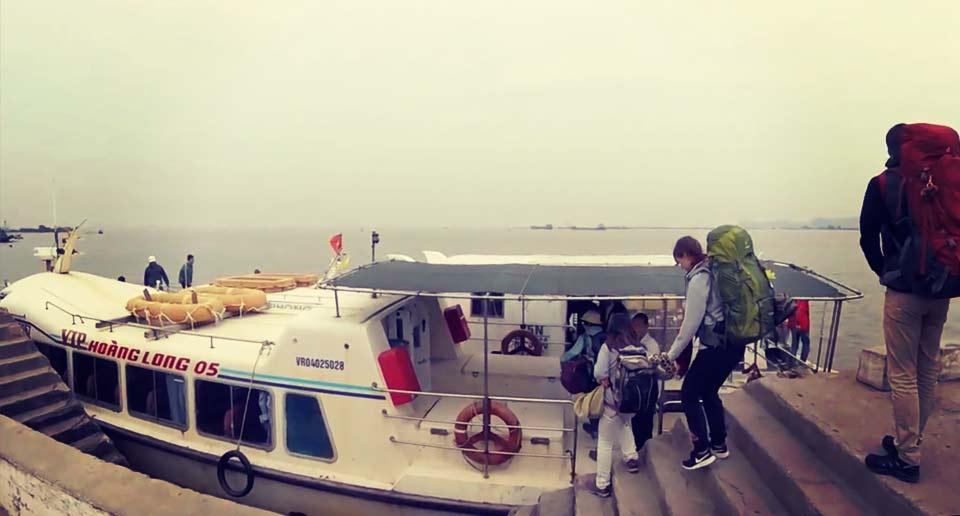 ハノイからカットバ島へ