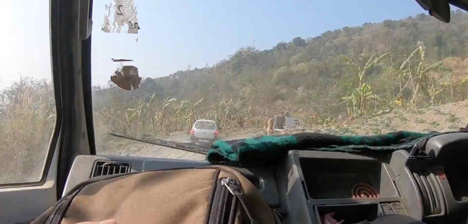 コヒーマの町からインパールへ抜ける道