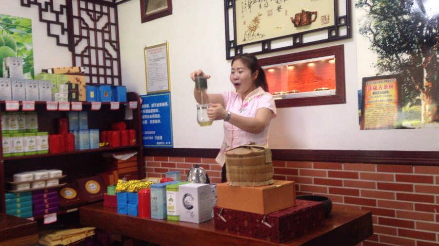 桂林 中国茶の試飲会場