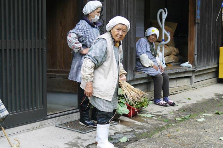 最高齢は91歳。トチの実で起業して廃れゆく集落を活性化させたおばあちゃんたち