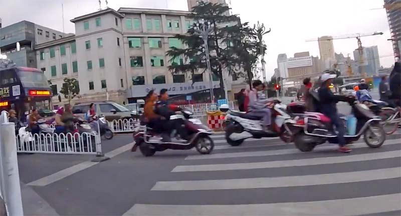 中国のバイクは電動が多い