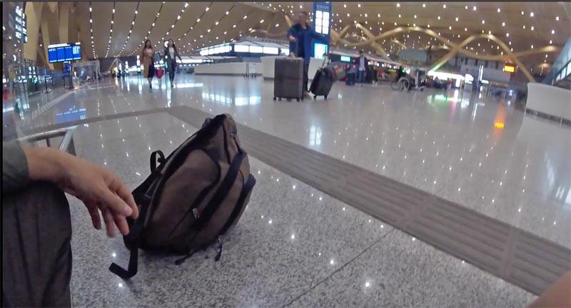 昆明空港で寝る