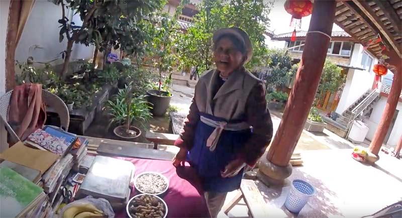 麗江 白沙のおばあちゃん