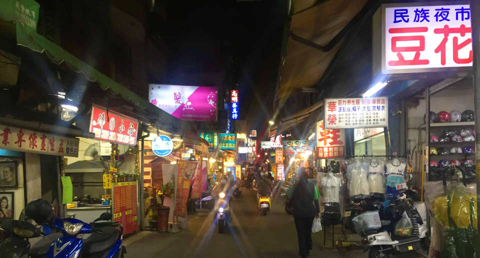 【台湾南部・屏東市】屏東駅の行き方、おすすめレトロ宿、庶民的な屏東夜市を食べ歩き