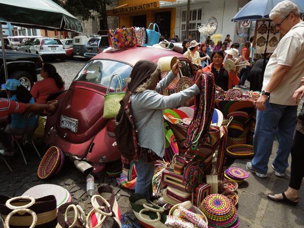 メキシコシティー、サン・ハシント広場の土曜バザール