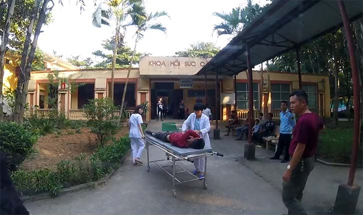 怪我人を病院へ搬送