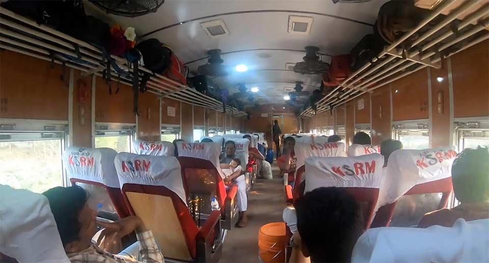 バングラデシュの列車