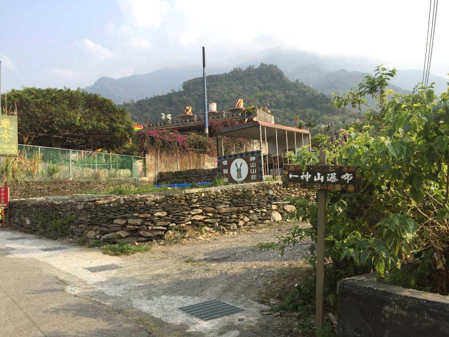 神山山荘の脇道
