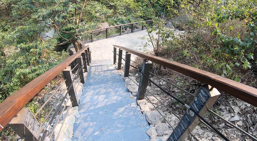 神山瀑布の遊歩道