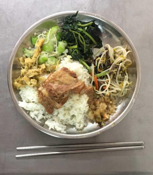 新化老街・軟骨飯の料理