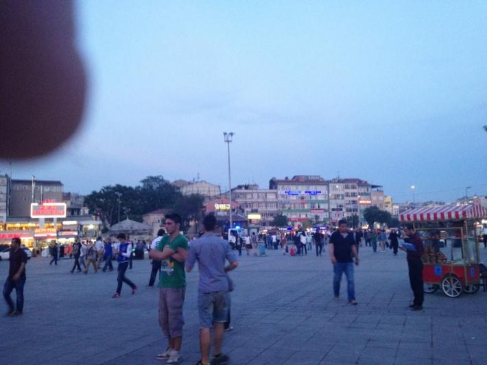 イスタンブール アタチュルク空港から市内へトラム移動