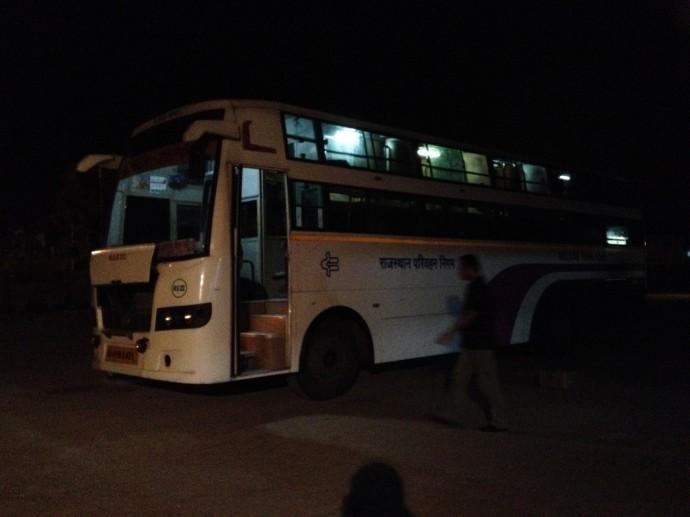デリー行きのバス
