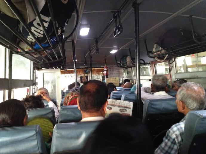 ハリドワールへ向かうバス