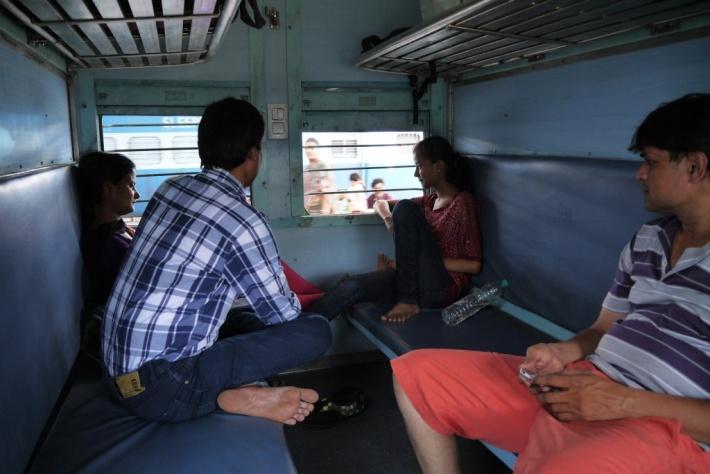 ジャイプール 列車